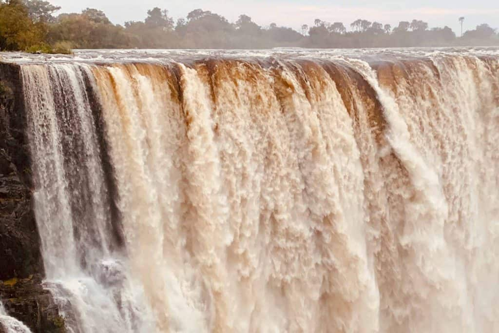 Header Zambezi River flows